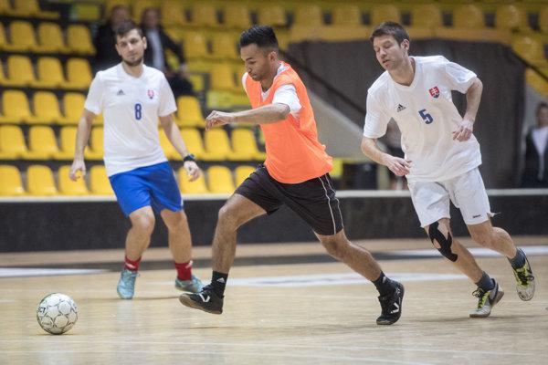 Tradičný futbalový turnaj pri priležitosti Medzinárodného dňa Rómov pripravilo Veľvyslanectvo USA na Slovensku.