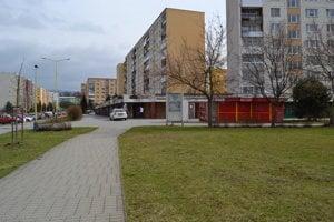 Exnárová ulica na sídlisku Sekčov. V blízkosti sa nachádza cyklochodník.