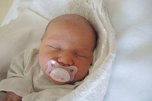Stela Chovancová (3450 g, 50 cm) sa narodila 24. marca Zuzane a Petrovi z Nemšovej. Zo sestričky sa teší 4,5-ročný Filip.