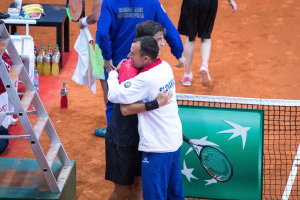 Nehrajúci kapitán daviscupového tímu Dominik Hrbatý a slovenský tenista Martin Kližan.