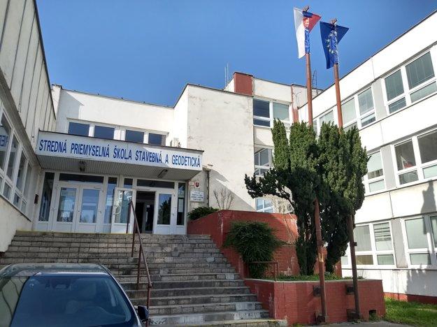 Stredná priemyselná škola stavebná a geodetická na Drieňovej ulici v Ružinove.
