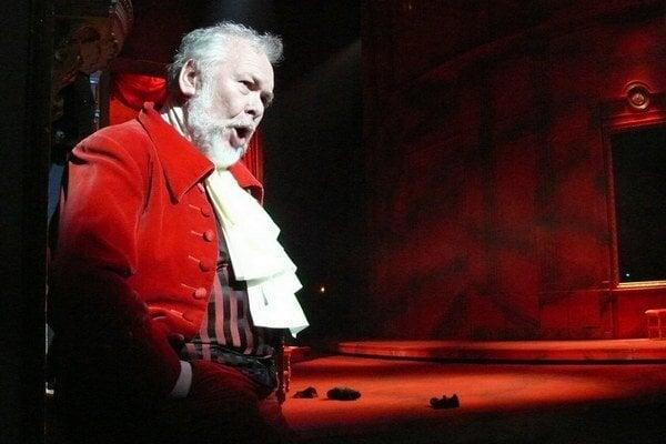 Peter Mikuláš  ako Leporello v opere Don Giovanni.