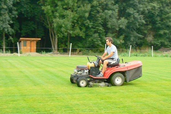 Nové ihrisko pozná od vypučania trávy.