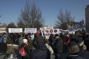 Priaznivci M. Mazureka sa sústredili aj na Námestí slobody.