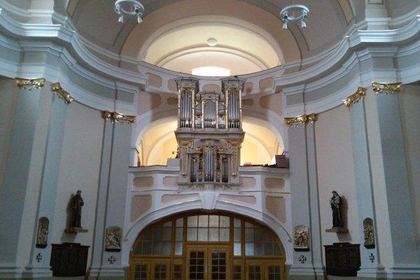 Organ v kostole sv. Klimenta v Močenku.