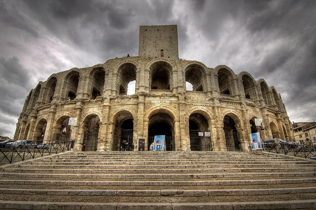 Zachovalý amfiteáter v Arles