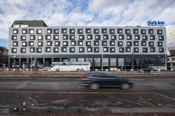 Hotel Park Inn Danube na Rázusovom nábreží.