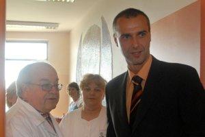 14.máj 2007. Na snímke vľavo prednosta oddelenia šestonedeliek Ján Štencl a riaditeľ FNsP Kramáre Richard Raši v nových novorodeneckých oddeleniach FNsP Kramáre  v Bratislave.