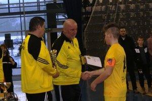 Prezident FAM Poprad Milan Molnár (v strede) je pre činnosť arozvoj svojho klubu nesmierne oddaný.