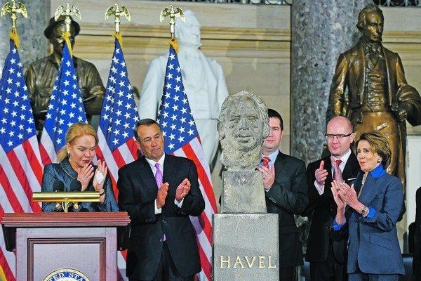 Hoci Českú republiku na stredajšom odhalení busty reprezentoval premiér Bohuslav Sobotka, pribúdajú dôkazy, že česká vláda sa od Havlovho odkazu drasticky odklonila.