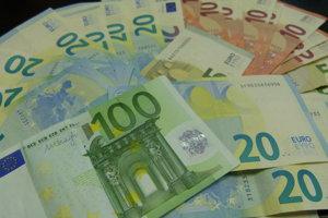 Priemerná mzda v Nitrianskom kraji atakovala štvormiestne čísla.