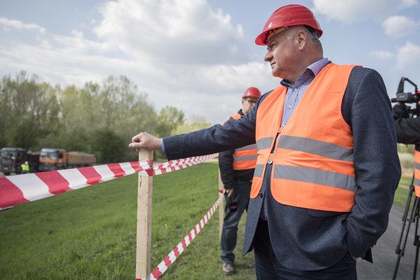 Minister dopravy a výstavby SR Arpád Érsek sa zúčastnil kontrolného dňa na stavbe D4/R7, v Dunajskej Lužnej.