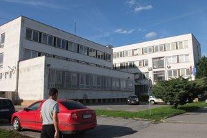 Centrum by malo vzniknúť v budove Okresného riaditeľstva Policajného zboru v Žiari nad Hronom, v priestoroch bývalej jedálne a kuchyne.