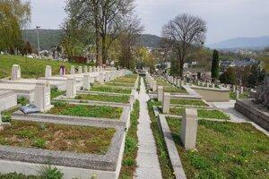 Vojenské hroby na humenskom cintoríne.