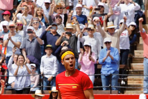 Diváci v Monte Carle tlieskajú suverénnemu Rafaelovi Nadalovi.