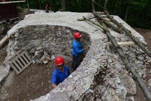 Obišovský hrad dobrovoľníci už niekoľko rokov obnovujú.
