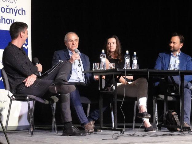 Diskusia s tromi osobnosťami, ktorým USA zmenili život. Moderoval Martin Staňo.