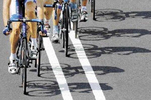 Dopingová lavína v nemeckej cyklistike sa nezadržateľne rúti ďalej a zasiahla už aj sféru amatérskeho športu. Dlhoročný lekár olympijského tímu Georg Huber v sobotu 26. mája priznal, že v rokoch 1980 až 1990 podával mladým športovcom na zvyšovanie výkonno
