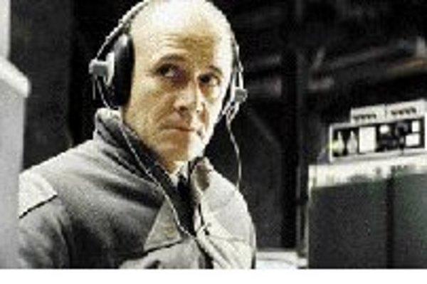 Ulrich Mühe ako kapitán Gerd Wiesler. Film Životy tých druhých 11. júna vyšiel aj na DVD.