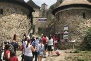Radom pred pokladnicou Trenčianskeho hradu môže odzvoniť.