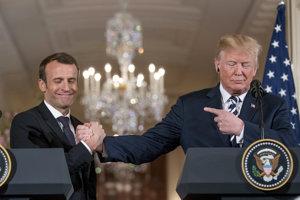 Francúzsky prezident Macron na návšteve u amerického prezidenta Trumpa.