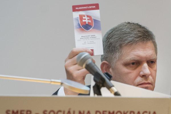 Predseda Smer-SD Robert Fico počas rokovania pracovného snemu strany v Častej - Papierničke.
