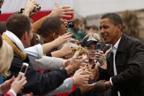 Barack Obama počas predvolebného stretnutia s voličmi.