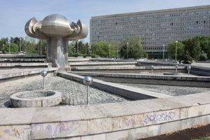 Fontána Družba na bratislavskom Námestí slobody, ktorú čaká rekonštrukcia v rámci revitalizácie námestia.