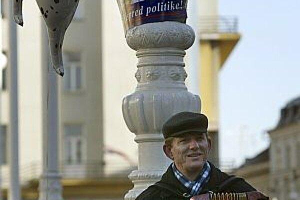 Premiérka a predsedníčka strany Jadranka Kosorová, pôvodným povolaním novinárka a poetka, je Sanaderovou predĺženou rukou.