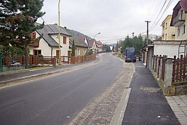 Problémy s parkovaním chcú zmenou značenia riešiť aj na Šoltésovej ulici.