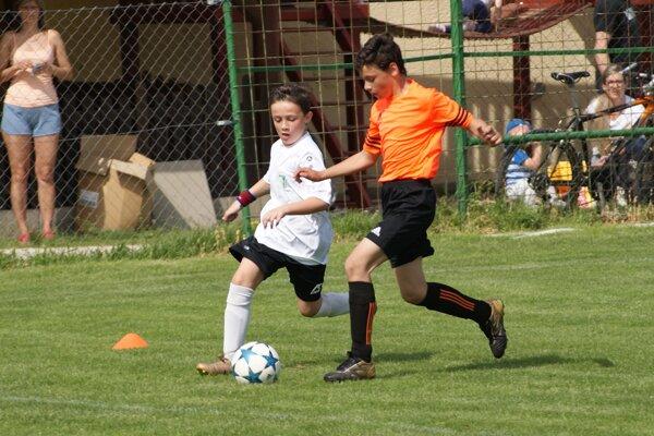 V zápase mladších žiakov Jacovce - Urmince/ Rajčany sa zrodila remíza 2:2.