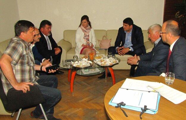 Stretnutie s ministrom dopravy sa uskutočnilo na šahanskej radnici.