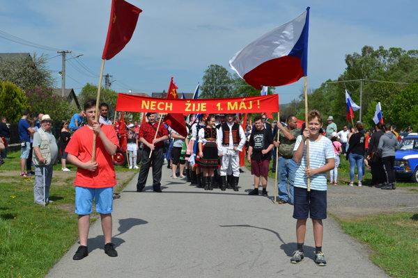 Do retro sprievodu prišli stovky ľudí z Borova, Medzilaboriec, okolitých dedín, Michaloviec, Sobraniec a Strážskeho.