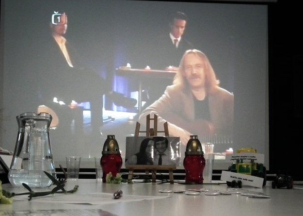 V komornej diskusii si v Námestove si Oravci pripomenuli Jána Kuciaka a Martinu Kušnírovú aj pesničkou Jaromíra Nohavicu Sarajevo, ktorá mala zajtra odznieť na ich svadbe.