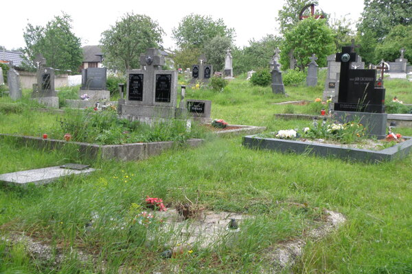 Na cintoríne v Necpaloch boli v vlani po rokoch dva pohrebné obrady.