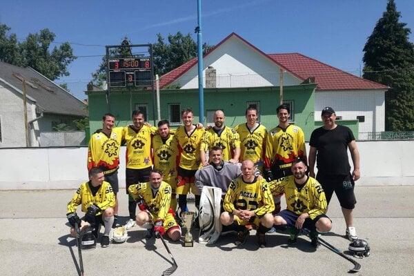 Zámski Panáci - víťaz základnej časti Novozámockej hokejbalovej ligy 2017/2018