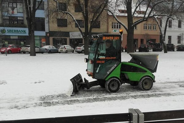 Sneh veľa práce túto zimu nenarobil.