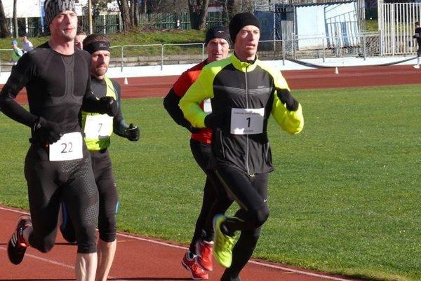 Miroslav Ilavský (vpravo) patrí medzi najlepších bežcov v regióne.