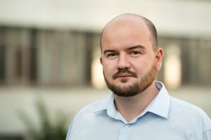 Analytik Martin Dubéci pôsobí v Progresívnom Slovensku.