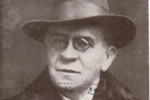 Árpád Sárosi.