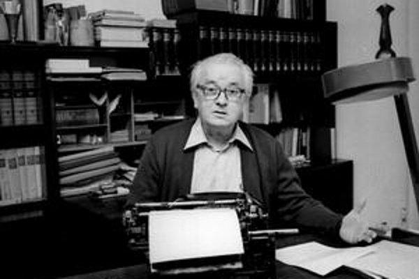 Bednár bol spisovateľ, prekladateľ a scenárista.