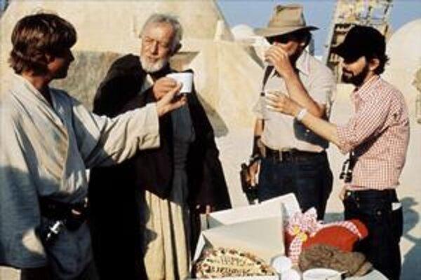 Alec Guinness s Markom Hamillom počas prestávky nakrúcania Hviezdnych vojen.