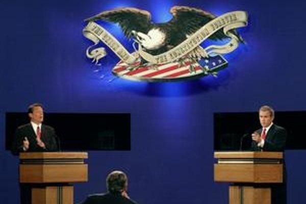 Al Gore a George W. Bush o víťazstvo vo voľbách bojovali mesiac.