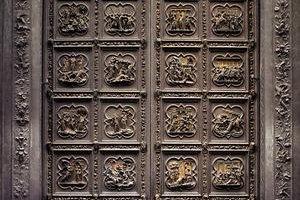 Rajská (východná) brána a severné dvere.