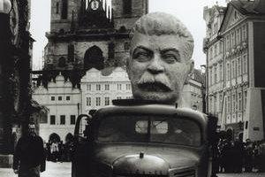 V prejave Chruščov priznal stalinistický teror.  Skončil kult Stalina.