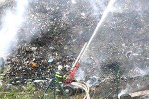 Požiar skládky pri Bystričke.