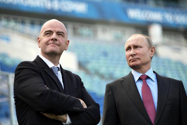 Ruský prezident Vladimir Putin (vpravo) a Gianni Infantino, šéf FIFA, na ilustračnej fotografii.