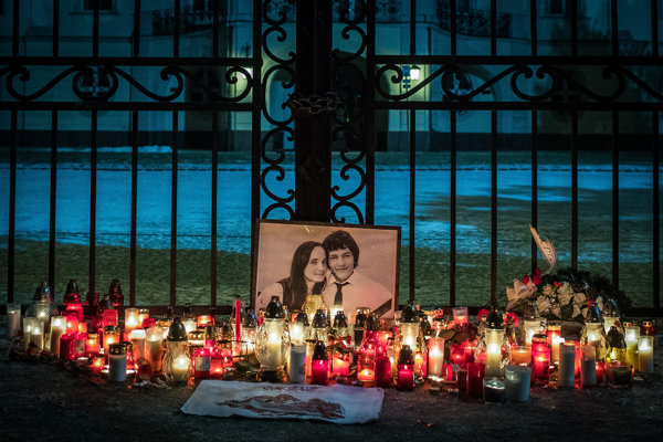 Protesty po vražde Jána Kuciaka a jeho partnerky Martiny pred Úradom vlády SR.