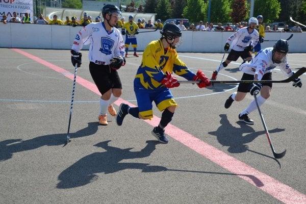 Double team Pov. Bystrica (v bielom) vo finále zdolal Diakovú.
