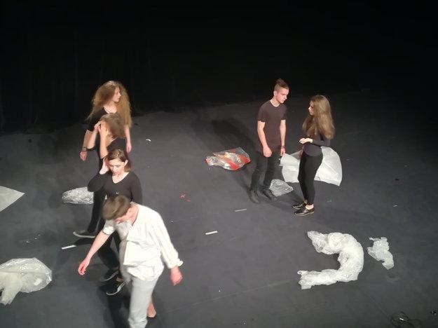 Predstavenie Ako Laktibrada prišiel o bradu v podaní divadelného súboru KUKUK